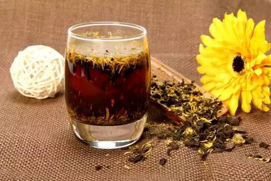 最受欢迎的4款普洱茶搭配喝法