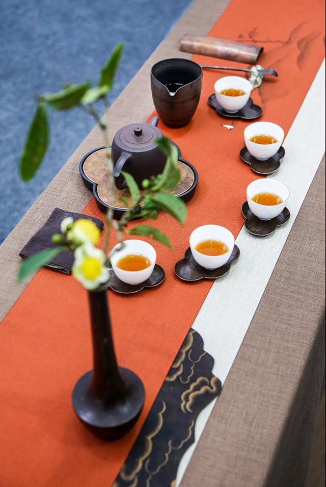 本次大赛的茶席设计主题包括:   【节气】立春,雨水,惊蛰,春分图片