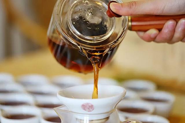 山哥说茶第2期:除了盖碗冲泡,大将军老茶头还有哪些花样喝法?