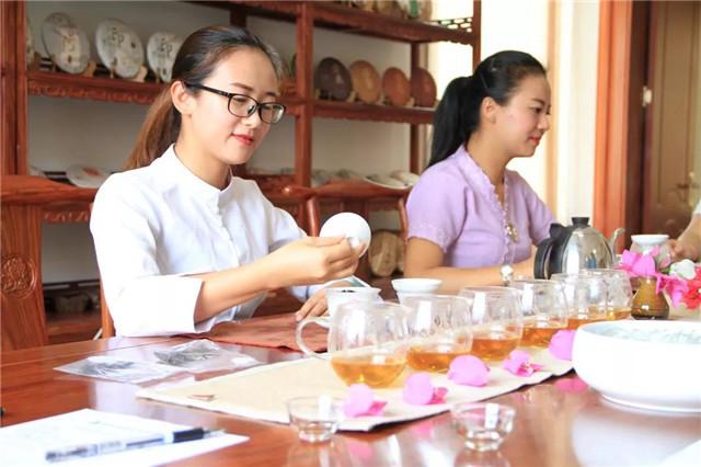 【版纳茶仓品鉴会】寒时温一壶熟茶,暖心;昼日斟一盏生茶,益思