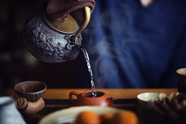 佤山茶课堂泡茶,该用什么水