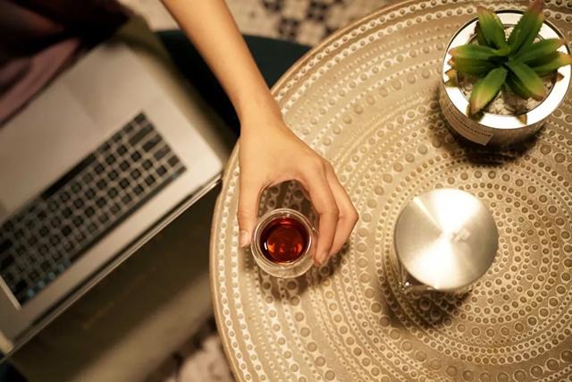 吉普号:颠覆印象!喝普洱茶的年轻人很奢侈?