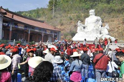 各族群众和各地茶友祭拜神农