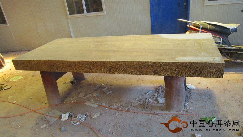 """鸡翅木大板问题汇总:   1、你们公司生产的鸡翅木在产品上有什么优势?   我们作为一线厂商,集木材生产与加工为一体,我们在木材产地设立的子公司以及加工厂可为您提供大批量木材,我们可以灵活满足您对产品的不同需求,提供高规格、高品质、高档次的木材产品。   2、你们公司的鸡翅木价格怎么样?   作为生产+加工+销售为一体的木材生产贸易商,我们自己生产,自己加工,自己销售,能够有效的压低生产成本,减小木材产品流动过程中的成本,有效降低产品的价格。我们公司秉承""""量大从优、长期合作"""""""