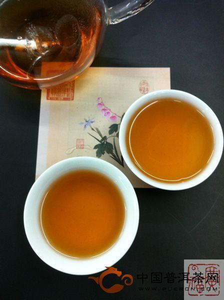 勐海茶厂2004年250克甲级沱茶开汤