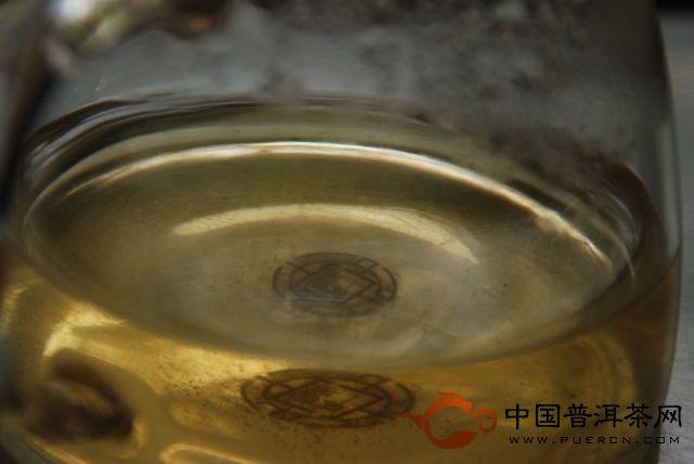 头天采摘炒制的新茶汤