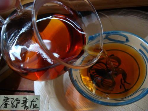 2000年中茶昆明茶厂7581普洱茶砖开汤