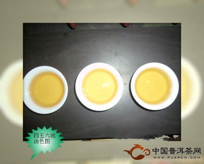 大益银孔雀(201)青饼茶开汤