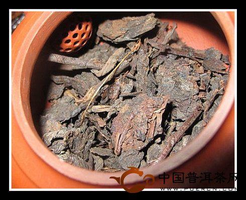 普洱茶73年文革砖开汤
