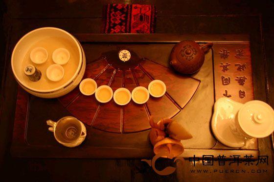 【养生】老年人饮普洱茶