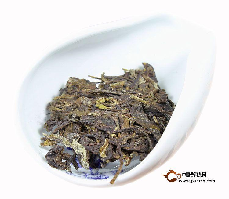 2013年中茶臻品蓝印生茶