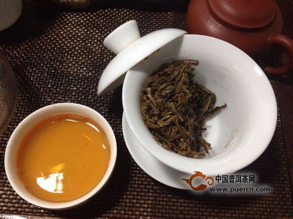 2011年大益巴达高山有机茶开汤