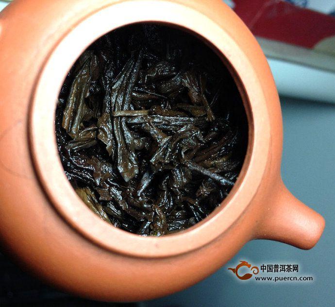 勐海茶厂80年代末紫天熟饼8592开汤