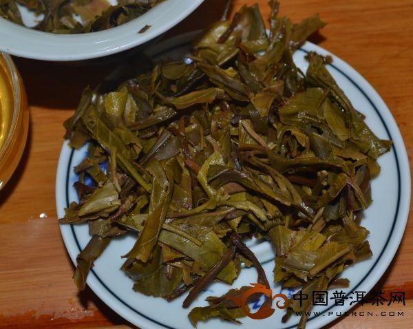 2013年中茶牌圆茶蛇舞神洲(中茶生肖茶蛇饼)生茶 357克