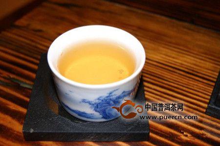 2012年大益勐海茶厂银大益201开汤