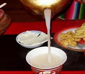 傈僳族漆油茶的习俗