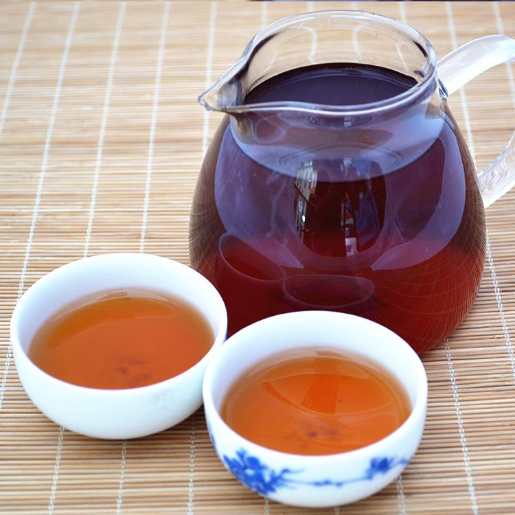 2013年老同志普洱贡饼(熟茶)400克 开汤图