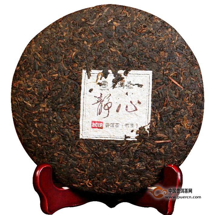 2012年龙润静心熟茶357克茶饼正面