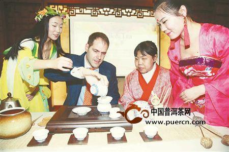 北京:13国驻华使馆官员共品中国茶