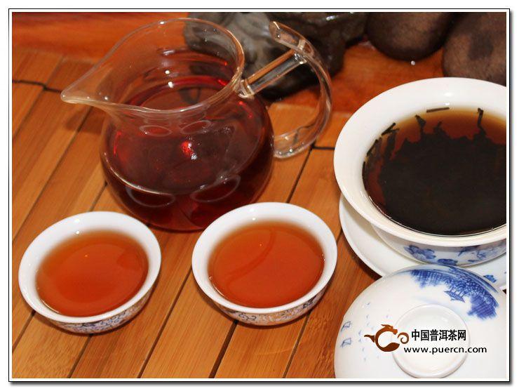 云南哈尼族饮普洱茶习俗