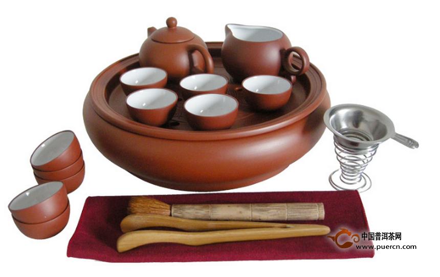 常见的功夫茶具   由于功夫茶泡法最能冲泡出茶叶的色,香,味,泡茶的
