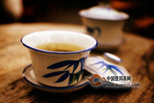 成都:泡在盖碗茶里的城市