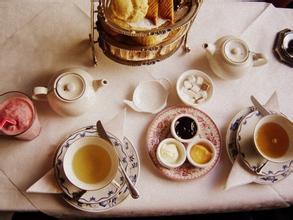 沉浸在下午茶的美妙时光里