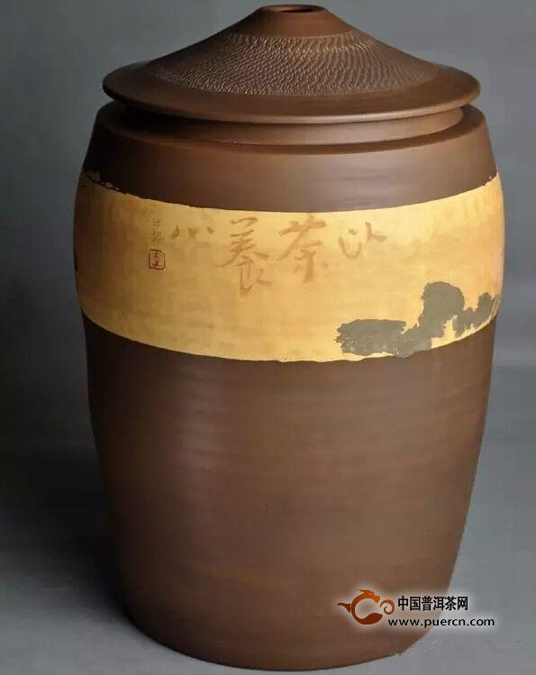 建水陶罐与普洱茶