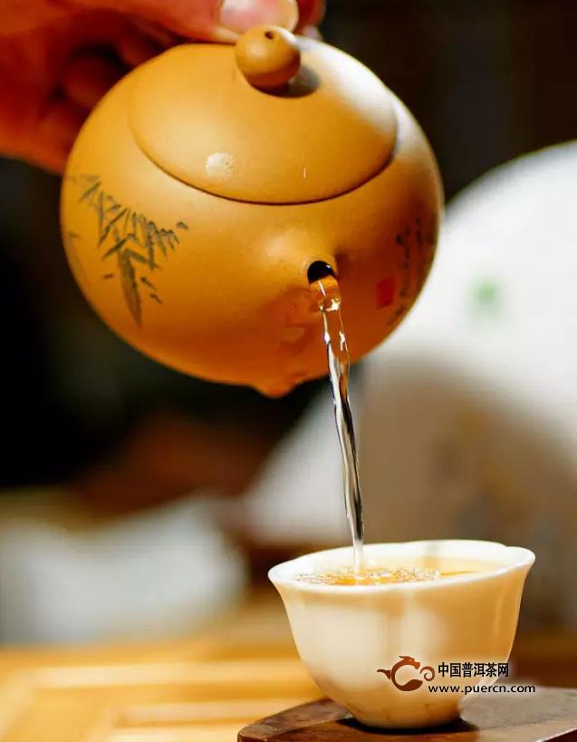 【喝茶说茶】较粗老原料制成的普洱茶为什么比较甜?