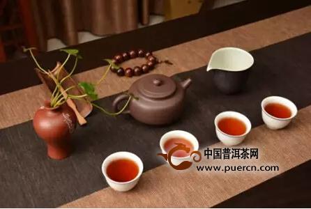 人到中年,喝不求解渴的茶,饮不求酩酊的酒