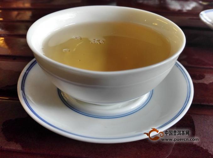 jojo阿帕茶-总体评价:新茶时候的花香转为靠近蜜香为主.茶汤甜润感足,涩很低