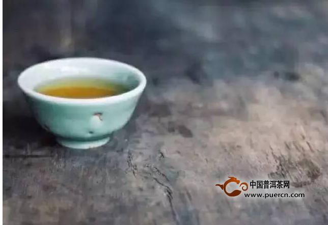 你爱一杯烈酒 我却是一盏淡茶