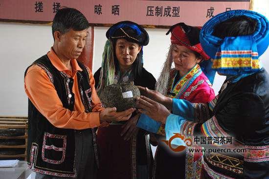 李兴昌:挑起传承普洱茶·贡茶制作技艺的重担