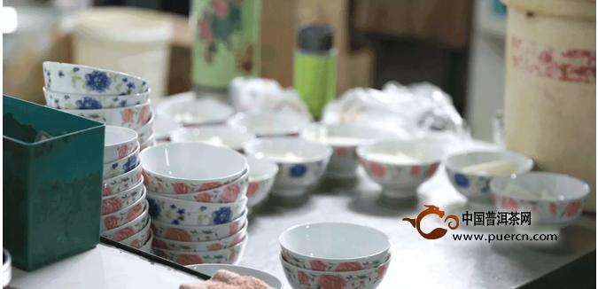 下关茶与拉萨的一半酥油茶与一半甜茶