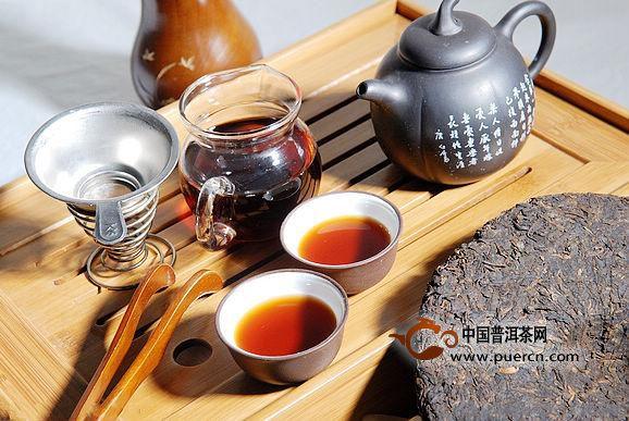 用建水紫陶壶泡普洱茶有哪些好处?