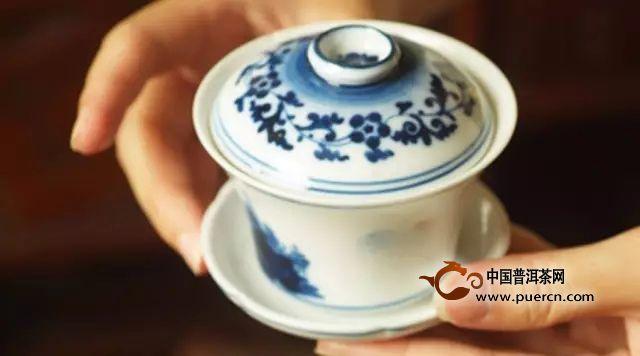 泡普洱茶用盖碗好还是紫砂壶好?