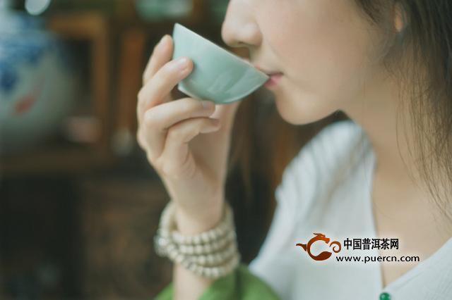 普洱茶闻茶香的最佳时机!