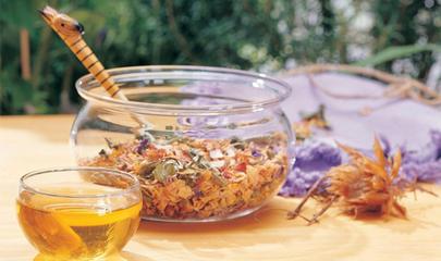 3,冲泡花草茶的泡茶方式   许多种花草茶可用壶泡法也可用锅煮法.
