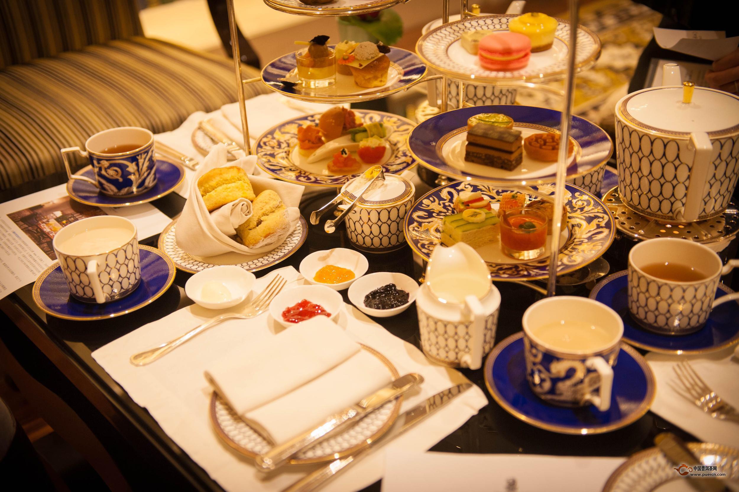 三,英式下午茶具   在下午茶的传统里,精致上等的茶具不可或缺