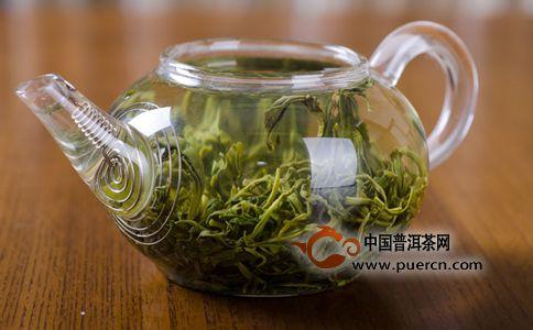 壶泡法适于冲泡中低档绿茶,这类茶叶中多纤维素,耐冲泡,茶味也浓.