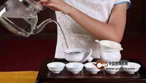 泡茶时注水方法影响口感,你用的哪种?