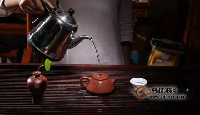 """主要归纳几个简单的普洱茶泡茶茶台给大家参考:      """"干泡茶席""""是"""