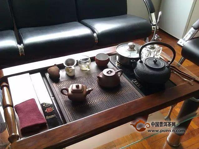 泡茶时紫砂壶与茶杯该如何摆放?