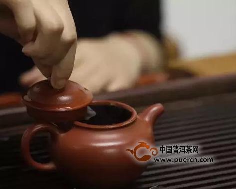 用紫砂紫陶茶壶泡普洱茶喝的技巧