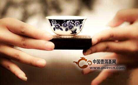 敬茶礼仪:如何敬茶才显得有礼貌?