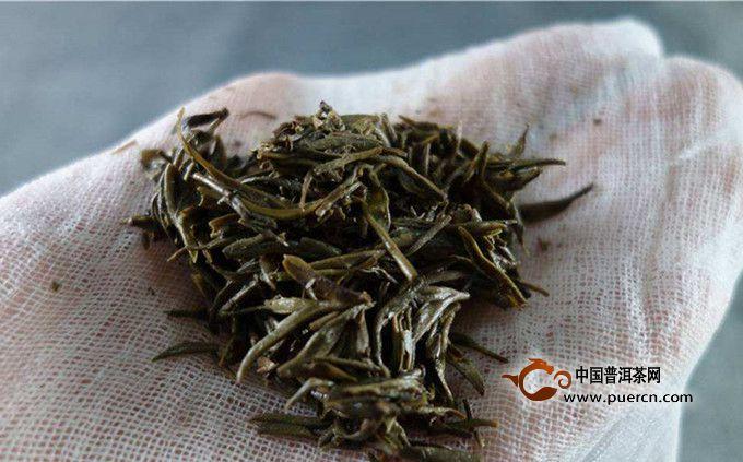 (2)喝茶对预防疾病有益:茶叶中有多种有效成分,最主要的就是茶多酚、咖啡因、茶氨酸。这些成分赋予了茶叶特殊的潜在功效。目前一些研究发现,喝茶的人患老年痴呆、卵巢癌、心脏病、肾结石等疾病的可能性,比不喝茶的人要低。这也暗示着茶叶中的某些成分,可能具有预防疾病的作用。