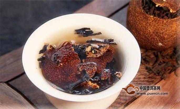 在喝陈皮普洱茶的时候要注意用量,不可过多的饮用,陈皮普洱茶性温