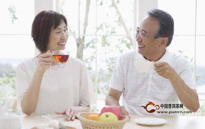 老年人喝红茶好还是喝绿茶好?