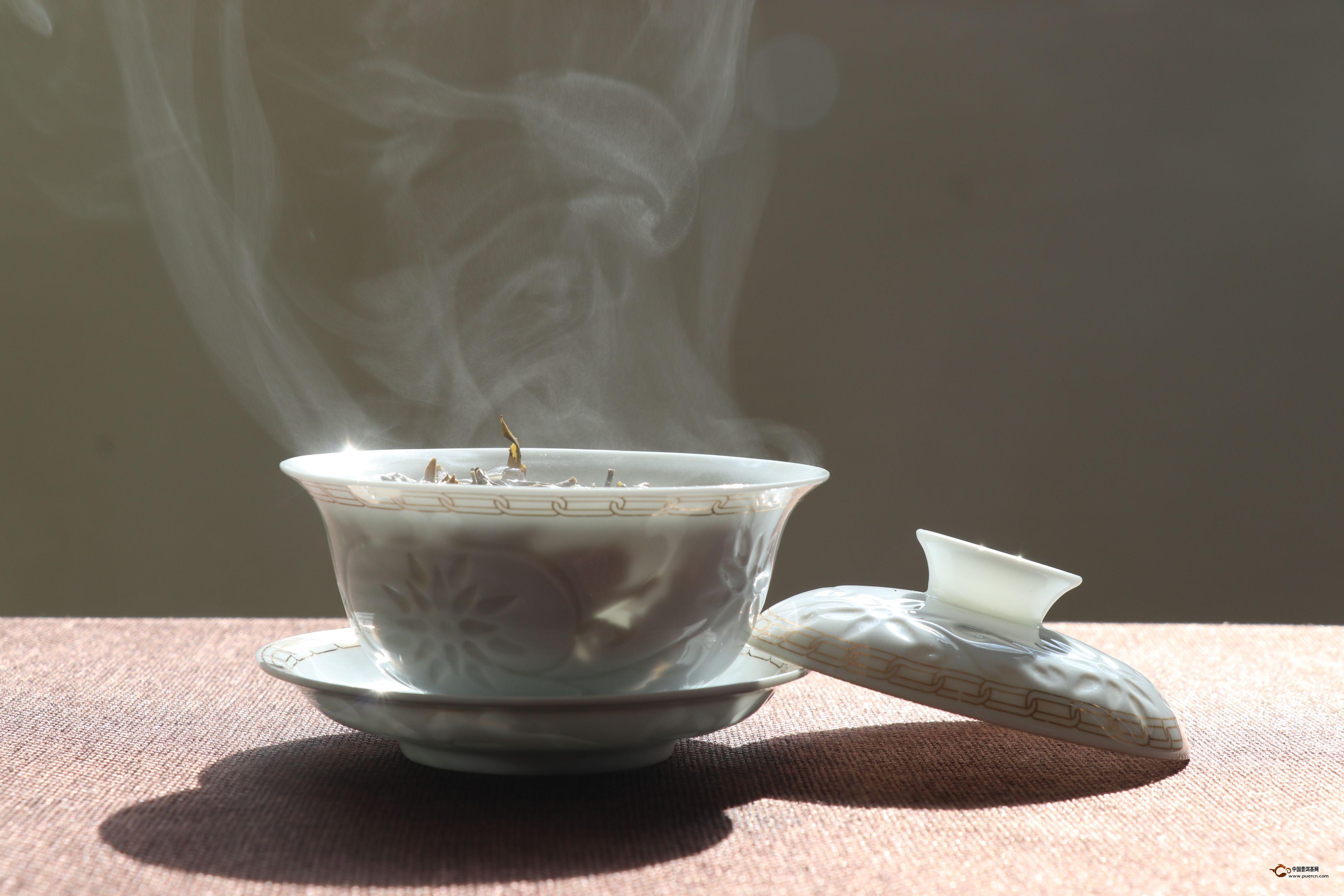 普洱茶生茶是既可以品饮又值得收藏的,在品饮普洱生茶的同时,也要知道怎么冲泡普洱生茶,经过以上的这番介绍后,相信大家都了解普洱生茶的冲泡方法,希望这样的介绍能给广大茶友了解普洱生茶的冲泡方法这一知识带来帮助。