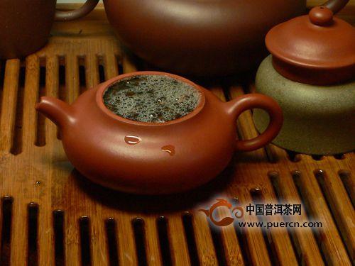 泡普洱茶用盖碗还是紫砂壶更合适?